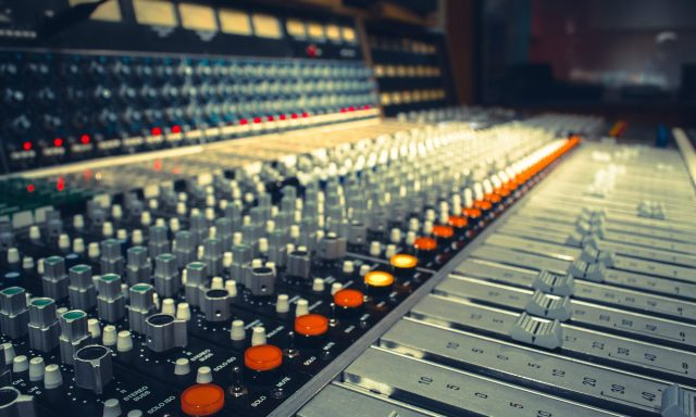 cropped-43567_1_other_music_mixing_console1.jpg