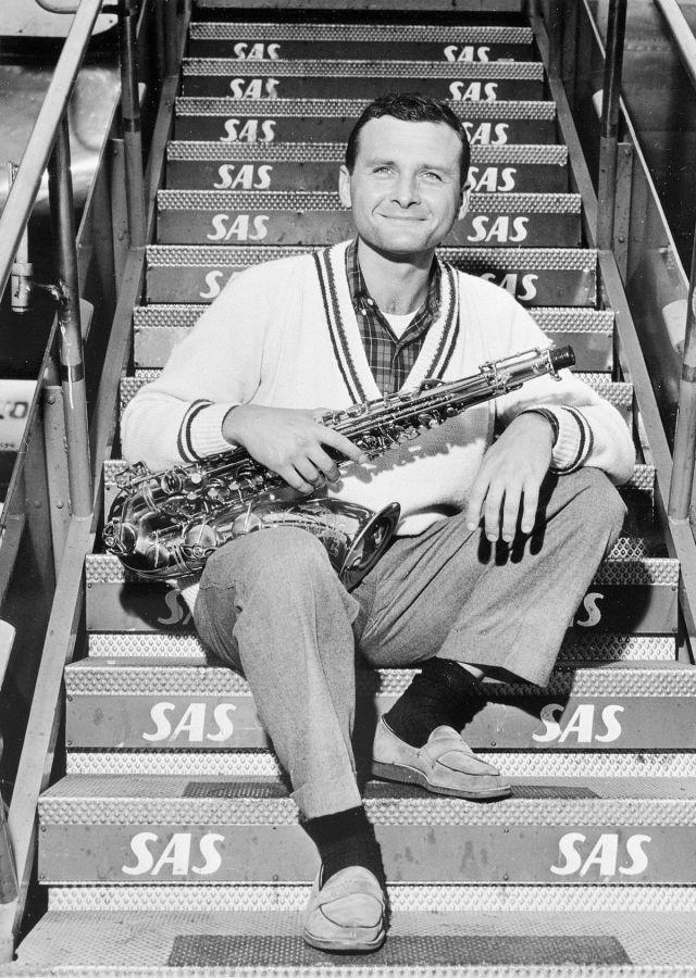 Stan_Getz,_tenor_saxophonist_at_Kastrup_Airport_CPH,_Copenhagen